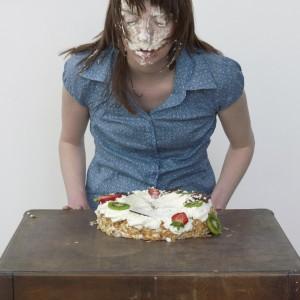 Cake (2008) | Foto | 60 x 46 cm | Oplage 6 + 2 AP | Zaida Oenema | Galerie Untitled | Beschikbaar