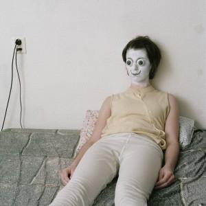 Doll (2010) | Foto | 50 x 65 cm | Oplage: 6 + 2 AP | Zaida Oenema | Galerie Untitled | Beschikbaar