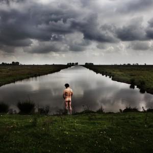 Bijdrage aan een sloot. Eiland Tiengemeten (2012) | 157 x 232 cm | fine art papier op dibond met houten lijst | Oplage 15 + 2AP | Lenny Oosterwijk | Gallery Untitled