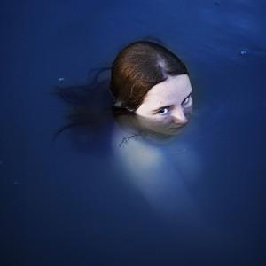Lady in water (2015) | 100 x 70 cm (andere formaten mogelijk) | Fine art matte print met lijst | Oplage 10 + 2 AP | Vera Cornel | Gallery Untitled