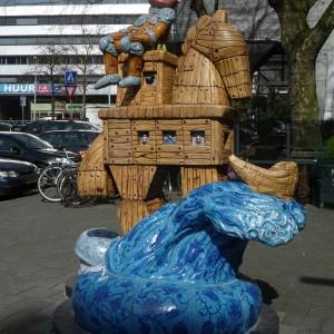 Ketelbinkie en het paard van Troje (2008) | Schiedamse Vest | Hoogte: ca. 250 cm | Keramiek | Pepijn van den Nieuwendijk | Gallery Untitled