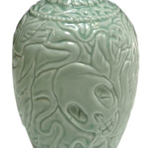 Smoking skulls vaas groen (gemaakt in Jingdezhen, China) | Origineel | Hoogte 16,5 cm | Porselein | Pepijn van den Nieuwendijk