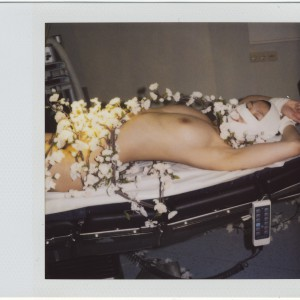 Room 8065 (2006)   7,7 x 7,9 cm (foto) 8,8 x 10,7 cm (ingelijst)   Internal dye diffusion transfer print / Polaroid in houten lijst met UV Perspex   Origineel   Marcel van der Vlugt   Gallery Untitled