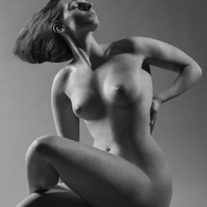 Sculptural Nude no. 2 (2012) | 55 x 80,5 cm (foto) 108 x 82 cm (ingelijst) | inktjet op hahnemuhle photo silk baryta papier, bevestigd op dibond 2mm | Oplage 10 | Koen Hauser | Gallery Untitled