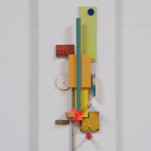 Compositie 01, 2019 | Oplage: 1/1 | 34 x 14 cm | div. soorten hout/multiplex, lak, karton en kunststof | Floris Hovers | Gallery Untitled