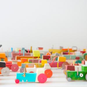 Hovers' Tractors | Oplage: 365 | diverse afmetingen | diverse soorten hout/multiplex, lak, kunststof en metaal | Floris Hovers | Gallery Untitled