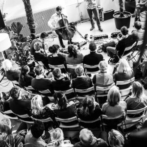 Trompetmuziek, hapjes uit Estland en een zeer geslaagde opening